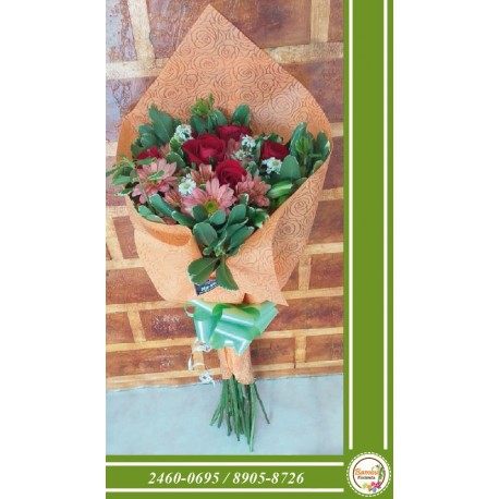 Detalle Floral en Zapato Rosado