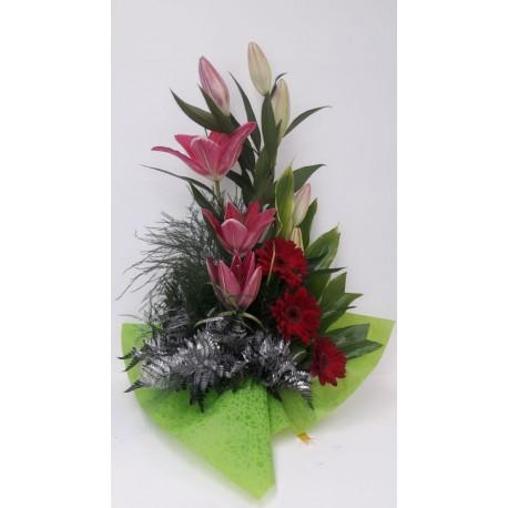 Cruz con flores naturales