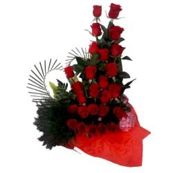 Arreglo de 12 rosas en espiral